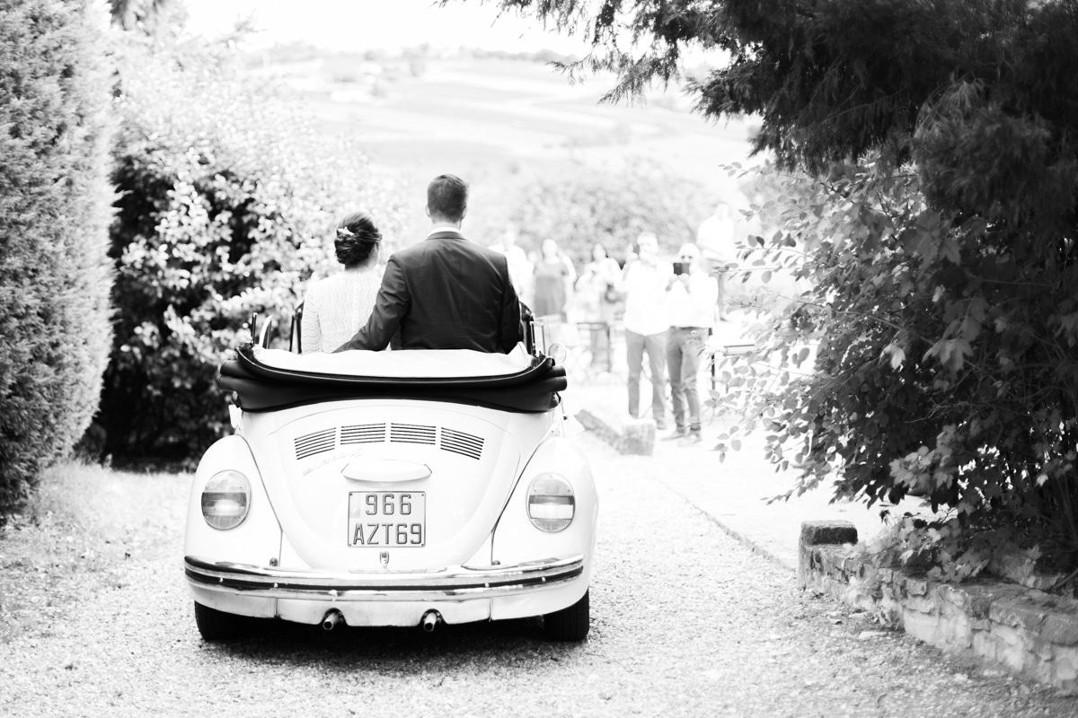 Mariage Lyon - arrivée mariés 2 CV