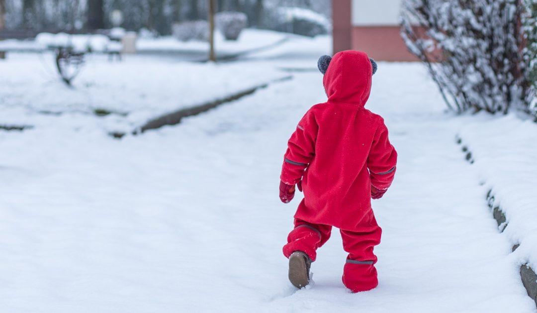 Une séance photo lifestyle en famille dans la neige